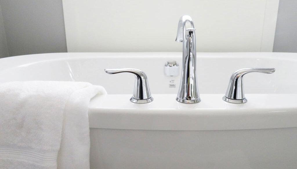 bathtub-2485952_1280